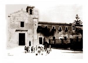 La Chiesa dei Cappuccini - Una vecchia fotografia del cortile antistante
